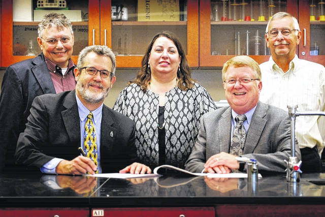 A new SSCC/WC partnership agreement to establish a 2+2 pathway for biology/biotechnology students is signed by, from left, Wilmington College President Jim Reynolds and Southern State Community College President Dr. Kevin Boys. Also attending the signing are, from left, Dr. Douglas Woodmansee, WC Professor of Biology and Biotechnology Liaison; Dr. Erika Goodwin, WC Vice President for Academic Affairs; and John Joy, SSCC North Campus Director and Dean of Workforce Development.