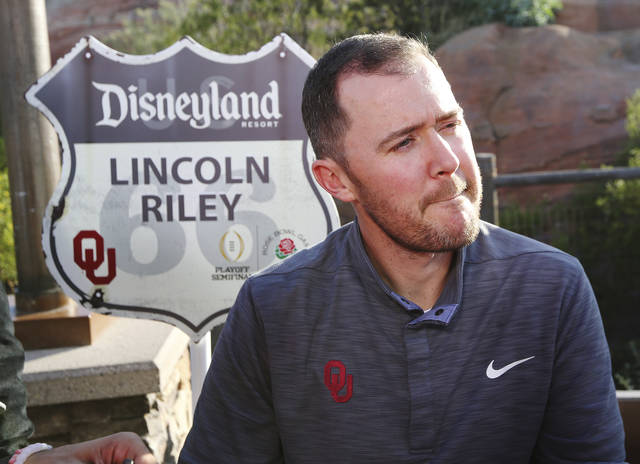 Oklahoma coach Lincoln Riley takes questions during a Rose Bowl news conference Wednesday, Dec. 27, 2017, in Anaheim, Calif. Oklahoma plays Georgia in the New Year's Day game, in the semifinals of the College Football Playoff. (Curtis Compton/Atlanta Journal-Constitution via AP)