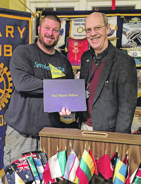 From left are honoree Geoff Ganz and current AM Rotary President Chuck Watts.