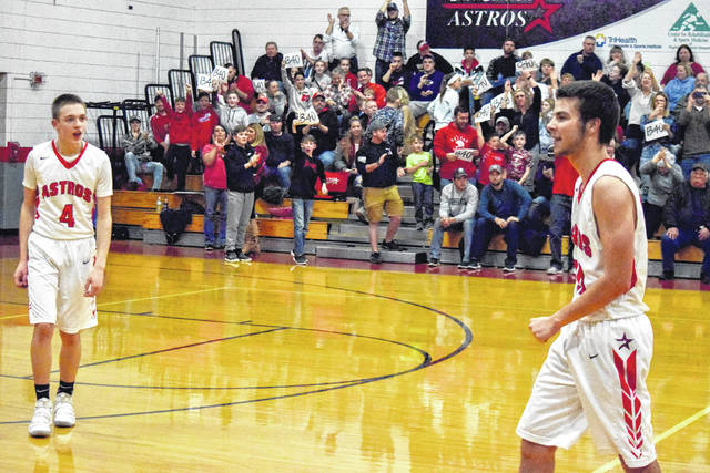 """With fans holding """"1340"""" signs in the background, Wyatt Floyd breaks Mark Woodruff's all-time East Clinton boys basketball scoring record."""