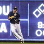 Yelich makes snazzy grab in return from DL, Brewers top Reds