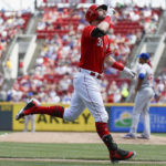 Pitcher homers, Reds rally past Cubs 8-6 for 7th win in row